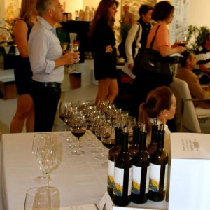 The-Art-of-Winemaking-and-the-Artist-behind-the-Label