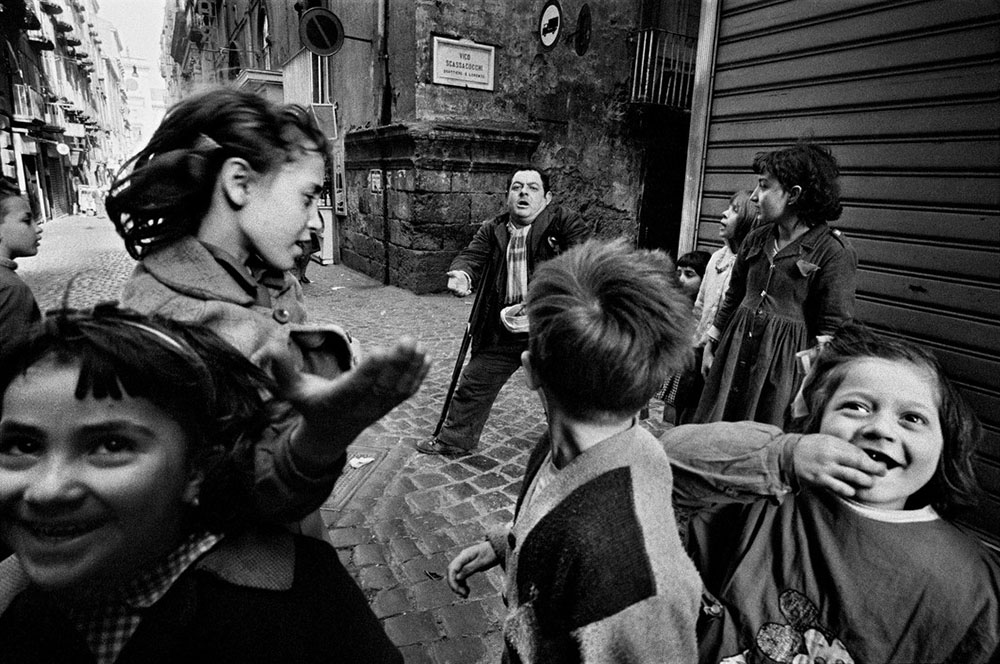 ITALY. Naples. Children and a beggar. 1962.