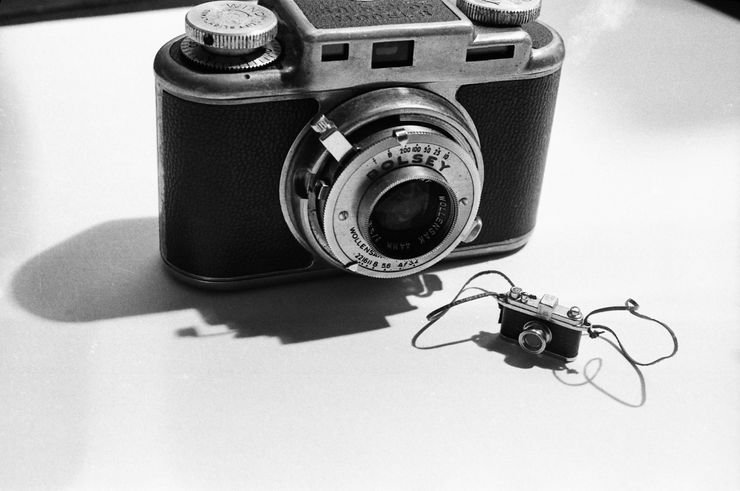 LAURIE SIMMONS BIG CAMERA LITTLE CAMERA